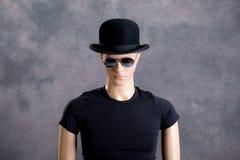 Męska pokaz atrapa z okularami przeciwsłonecznymi i dęciaka kapeluszem Zdjęcie Royalty Free