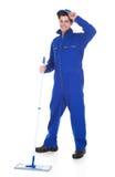 Męska pracownika cleaning podłoga Obraz Stock