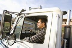 Męska pracownika jeżdżenia ciężarówka Zdjęcie Royalty Free