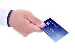 Męska ręka daje kredytowej karcie odizolowywającej na bielu Fotografia Royalty Free