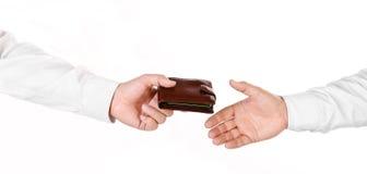 Męska ręka trzyma portfel i wręcza je inna osoba zdjęcie royalty free
