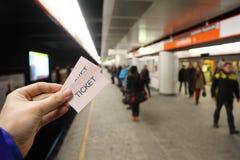 Męska ręka trzyma w metrze dwa bileta Obrazy Royalty Free