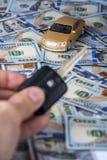 Męska ręka z alarma kluczem i zabawka samochodem Zdjęcie Royalty Free