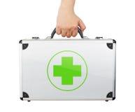 Męska ręki mienia equipments bagażu pierwsza pomoc odizolowywał białych półdupki Obraz Royalty Free