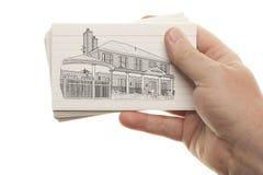Męska ręki mienia sterta Błyskowe karty z Domowym rysunkiem Fotografia Royalty Free