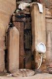 Męska toaleta na Ghats w Varanasi fotografia royalty free