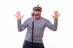 Męski żeglarza piosenkarz na mikrofonie Obrazy Royalty Free