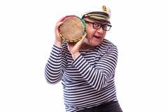 Męski żeglarza piosenkarz na mikrofonie Fotografia Royalty Free