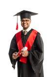 Męski amerykanina afrykańskiego pochodzenia absolwent w todze i nakrętce Obrazy Stock
