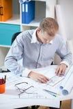 Męski architekt robi projektowi zdjęcia stock