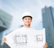 Męski architekt w białym hełmie z projektem Obraz Stock