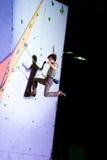 Męski arywisty latanie po nieudany próby rozlewać pięcie ściana Zdjęcie Royalty Free