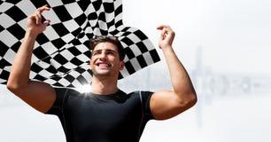 Męski biegacz z rękami w powietrzu przeciw białej linii horyzontu i w kratkę flaga Zdjęcie Royalty Free