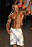 Męski bodybuilder pokazuje jego best Zdjęcia Stock