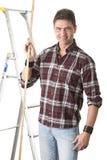 Męski budowniczy target743_0_ z drewnianą regułą Obraz Royalty Free