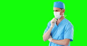 Męski chirurg używa cyfrowego ekran zbiory