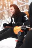Męski dorosły szkolenie outdoors z sprawności fizycznej leżanką Zdjęcie Royalty Free
