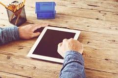 Męski działanie używa pastylka komputer w domu Obrazy Royalty Free