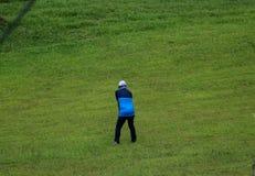Męski filipińczyk bawić się golfa w Naga mieście Filipiny fotografia stock