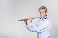 Męski flecista bawić się jego fletowego Fotografia Stock