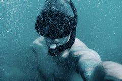 Męski freediver bierze selfie podwodnego fotografia royalty free