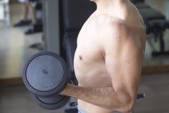 Męski gym sprawności fizycznej trening Zdjęcie Royalty Free