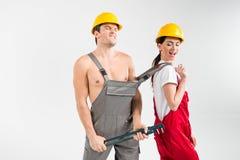 Męski i żeński budowniczych pozować Obrazy Royalty Free