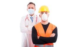 Męski konstruktor i fabrykuje oba pozycję z rękami krzyżować Zdjęcie Royalty Free