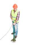 Męski konstruktor używa gazonu kosiarza dla tnącej trawy Obrazy Royalty Free