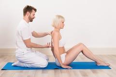 Męski kręgarz Robi Physio terapii Zdjęcie Royalty Free