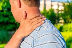 Męski masowanie rany ramię Obraz Stock