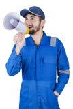 Męski mechanik z megafonem w studiu zdjęcie royalty free