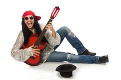 Męski muzyk z gitarą odizolowywającą na bielu Obrazy Stock
