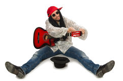 Męski muzyk z gitarą odizolowywającą na bielu Obraz Stock