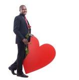 Męski opierać duży czerwony serce przy studiiem Fotografia Royalty Free