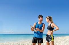 Męski osobisty trener przy plażą Zdjęcia Stock