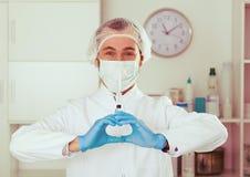 Męski pielęgniarki narządzania zastrzyk Obraz Stock