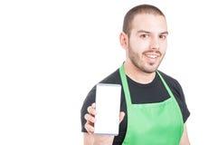 Męski pracownik pokazuje pustego białego parawanowego telefon Fotografia Stock