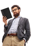 Męski profesor czyta książkę Obrazy Stock