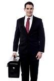 Męski przedsiębiorca niesie teczkę Zdjęcie Royalty Free