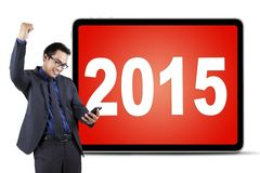 Męski przedsiębiorca z telefonem komórkowym 2015 i liczbami Obraz Royalty Free