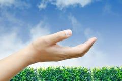 Męski ręczny up na niebieskim niebie fotografia royalty free