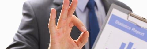 Męski ręka seansu OK lub potwierdza znaka z kciukiem up Fotografia Stock