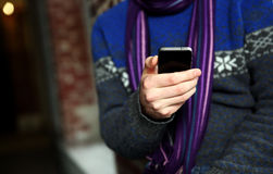 Męski ręki mienia smartphone Zdjęcie Stock