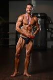 Męski sprawność fizyczna konkurent Pokazuje Jego Wygranego medal Obrazy Stock