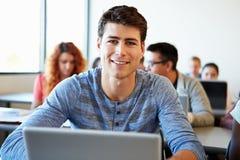 Męski student uniwersytetu Używa laptop W sala lekcyjnej Obrazy Royalty Free