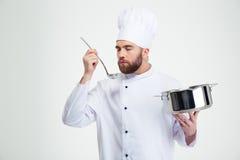 Męski szefa kuchni kucharz trzyma kopyść i rondel Obrazy Royalty Free
