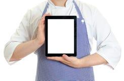 Męski szefa kuchni kucharz wręcza mienie pastylki komputer osobisty. Zdjęcie Stock