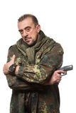 Męski terrorysta w militarnej kurtce z pistoletem wewnątrz Obraz Royalty Free
