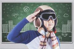Męski uczeń jest ubranym lotnika hełm Obrazy Royalty Free